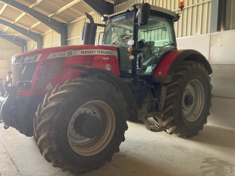 Traktor des Typs Massey Ferguson 8740 S Dyna VT Exclusive, Gebrauchtmaschine in Barnack (Bild 1)