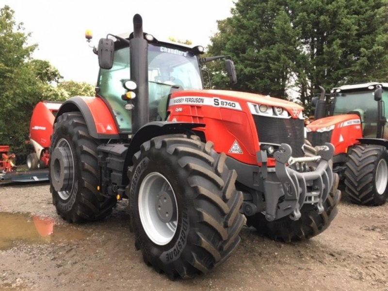 Traktor типа Massey Ferguson 8740 S Dyna VT Exclusive, Gebrauchtmaschine в Grantham (Фотография 1)