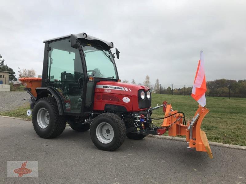 Traktor des Typs Massey Ferguson MF 1525 H + Schneeschild + Streuer, Vorführmaschine in Oederan (Bild 1)
