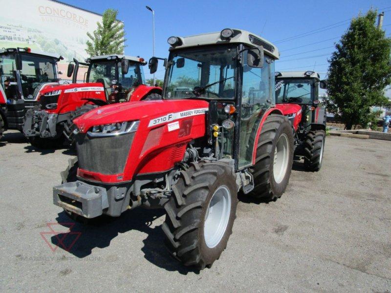 Traktor des Typs Massey Ferguson MF 3710 F, Gebrauchtmaschine in Schwechat (Bild 1)
