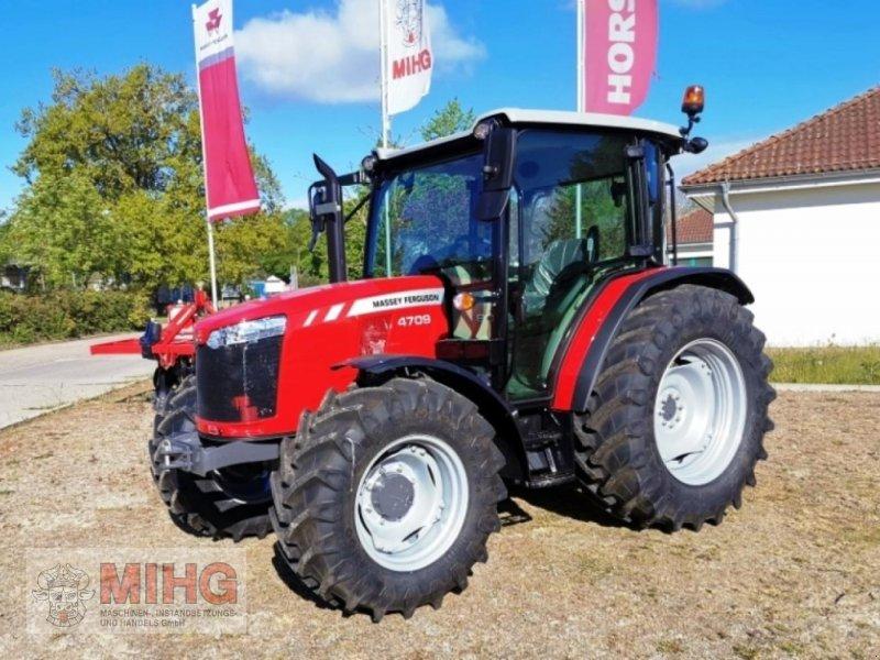 Traktor des Typs Massey Ferguson MF 4709, Neumaschine in Dummerstorf OT Petschow (Bild 1)