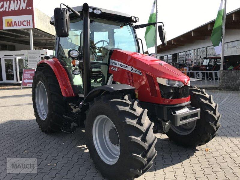 Traktor des Typs Massey Ferguson MF 5709 S Efficient, Neumaschine in Burgkirchen (Bild 1)