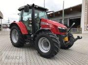 Traktor des Typs Massey Ferguson MF 5711, Neumaschine in Burgkirchen