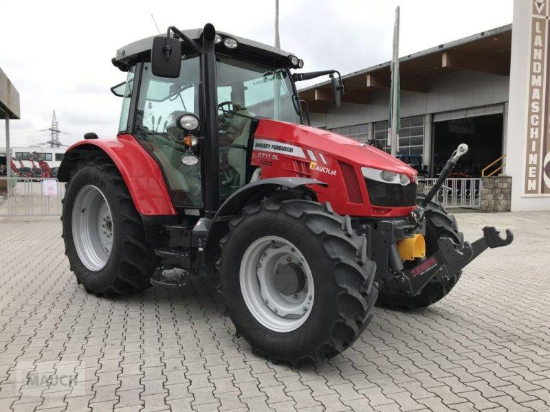 Traktor des Typs Massey Ferguson MF 5711, Neumaschine in Burgkirchen (Bild 1)