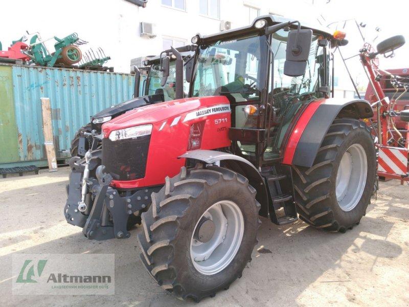 Traktor des Typs Massey Ferguson MF 5711, Vorführmaschine in Wiener Neustadt (Bild 1)