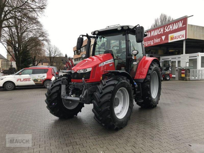Traktor des Typs Massey Ferguson MF 5713 S Essential, Neumaschine in Burgkirchen (Bild 1)