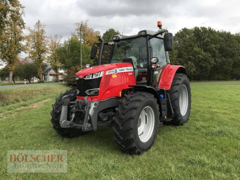 Traktor des Typs Massey Ferguson MF6714 S, Neumaschine in Warendorf (Bild 1)