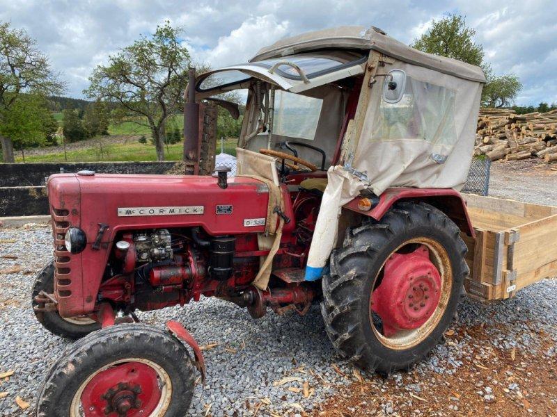 Traktor des Typs McCormick D-326, Gebrauchtmaschine in Mudau (Bild 1)