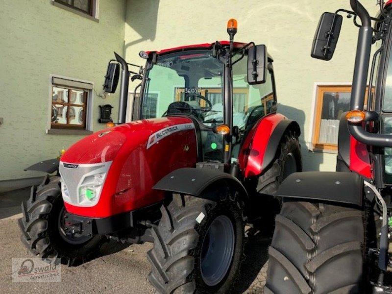 Traktor des Typs McCormick X4.30, Neumaschine in Regen (Bild 1)