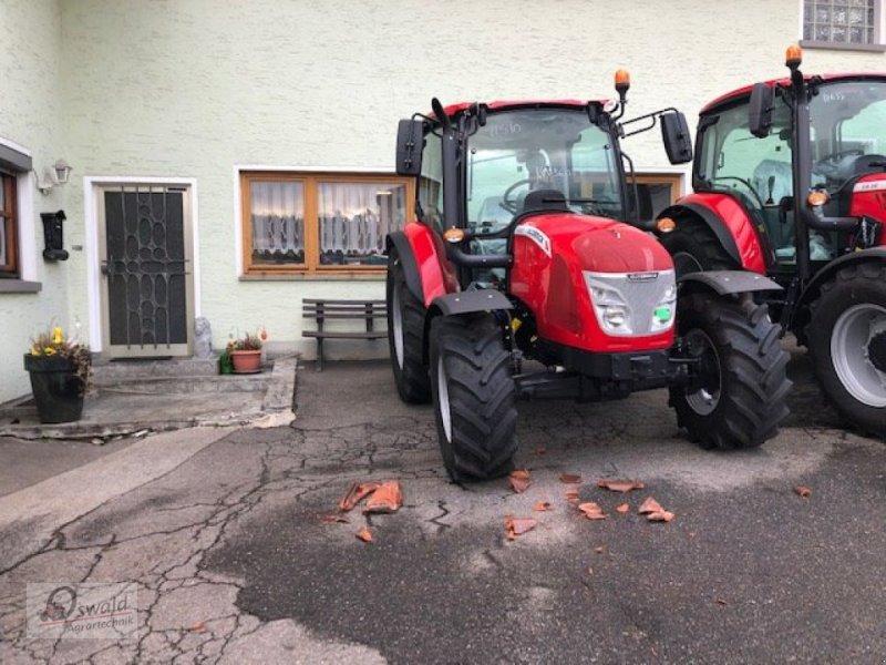 Traktor des Typs McCormick X4.30, Neumaschine in Regen (Bild 2)