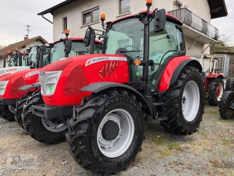 Traktor des Typs McCormick X5.35, Neumaschine in Regen (Bild 1)