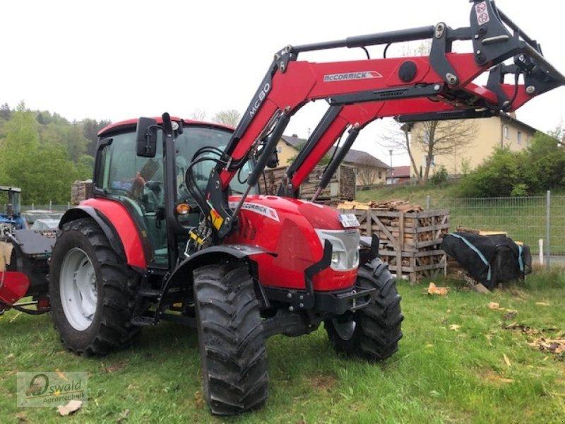 Traktor des Typs McCormick X5.35, Neumaschine in Regen (Bild 4)