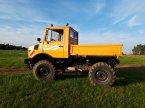 Traktor des Typs Mercedes-Benz Unimog 424 in Lichtenau