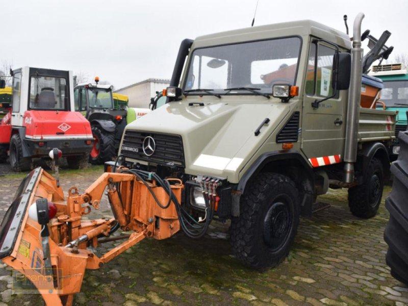 Traktor типа Mercedes-Benz Unimog U 90 mit Schneeausrüstung, Gebrauchtmaschine в Bremen (Фотография 1)