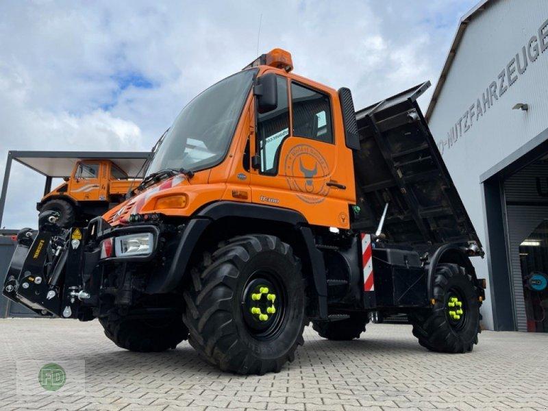Traktor типа Mercedes Unimog U300, viele Extras, Zapfwelle, Kipper, Leistungshydraulik uvm., Gebrauchtmaschine в Hinterschmiding (Фотография 1)