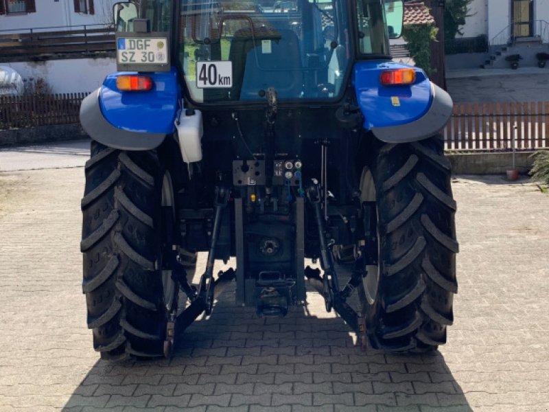 Traktor типа New Holland 5010, Gebrauchtmaschine в Landau an der isar (Фотография 1)