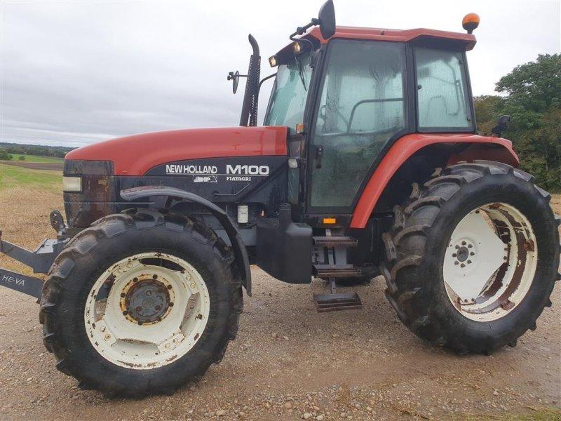 Traktor типа New Holland M 100 Med Dual Power gearkasse, Gebrauchtmaschine в Skive (Фотография 1)