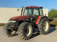 New Holland M 135 Traktor