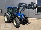 Traktor des Typs New Holland T 4040 in Neuhof - Dorfborn