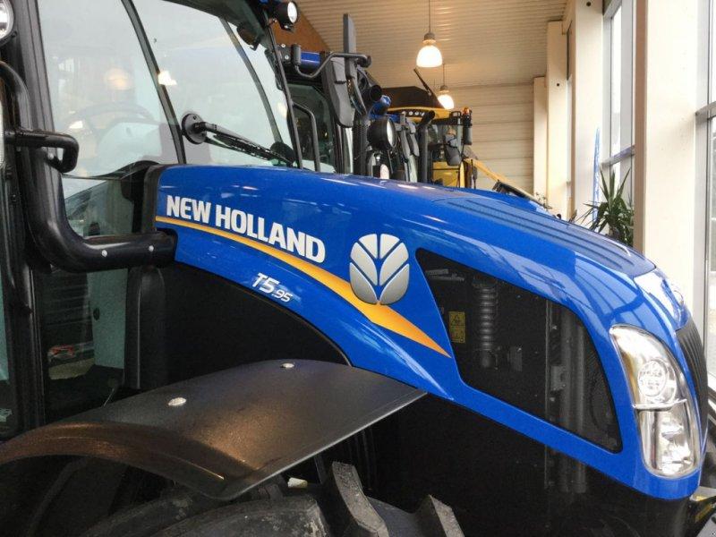 Traktor des Typs New Holland T 5.95, Neumaschine in Burgkirchen (Bild 1)