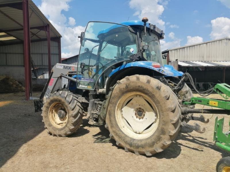 Traktor типа New Holland T 6040, Gebrauchtmaschine в Chauvoncourt (Фотография 1)