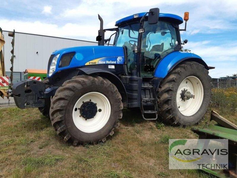 Traktor des Typs New Holland T 7040, Gebrauchtmaschine in Walsrode (Bild 1)