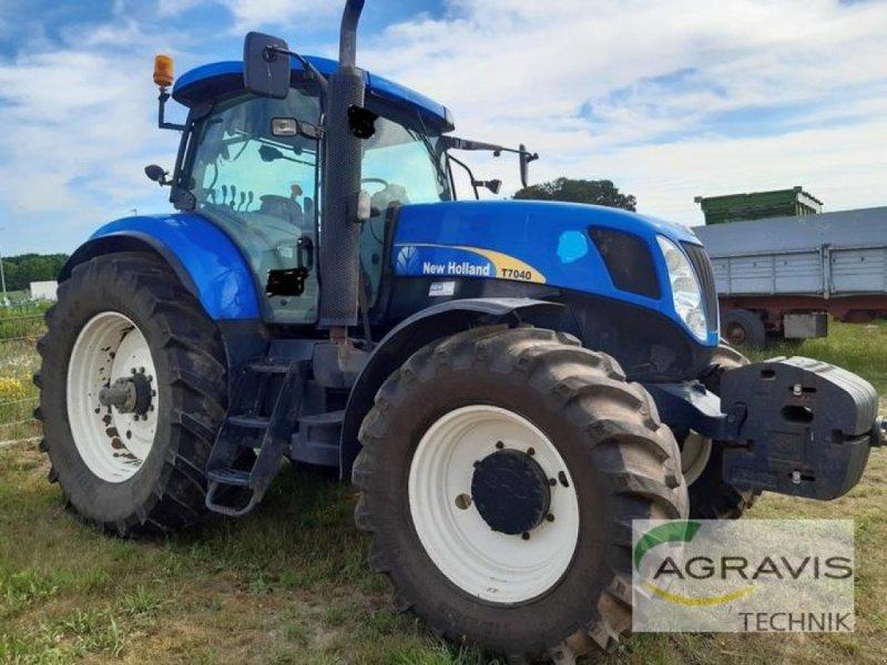 Traktor des Typs New Holland T 7040, Gebrauchtmaschine in Walsrode (Bild 2)