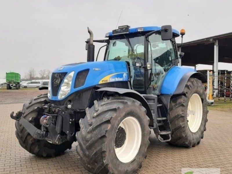 Traktor типа New Holland T 7050 AUTO COMMAND, Gebrauchtmaschine в Calbe / Saale (Фотография 1)