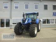 Traktor des Typs New Holland T 7.215 S, Neumaschine in Salching bei Straubing