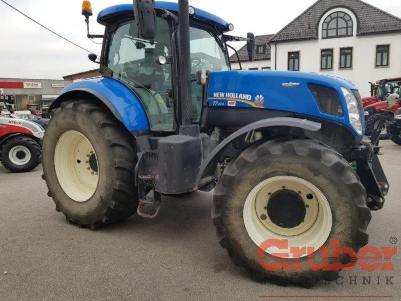 Traktor типа New Holland T 7.220 AC, Gebrauchtmaschine в Ampfing (Фотография 1)