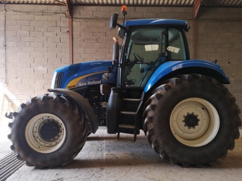 Traktor типа New Holland T 8040, Gebrauchtmaschine в Chauvoncourt (Фотография 1)