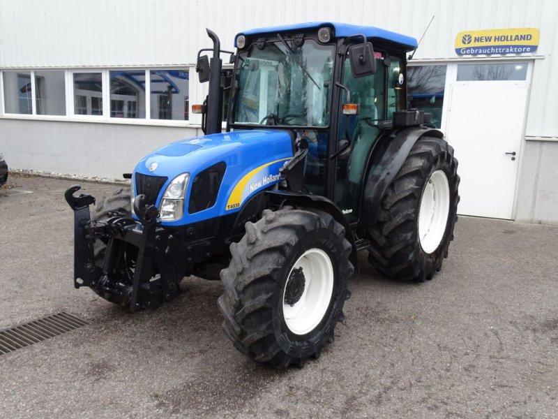Traktor des Typs New Holland T4030 DeLuxe, Gebrauchtmaschine in Burgkirchen (Bild 1)