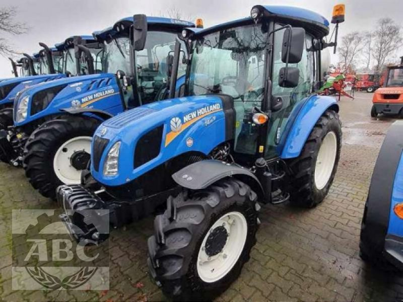 Traktor des Typs New Holland T4.55 S CAB 4WD MY 18, Neumaschine in Aurich (Bild 1)