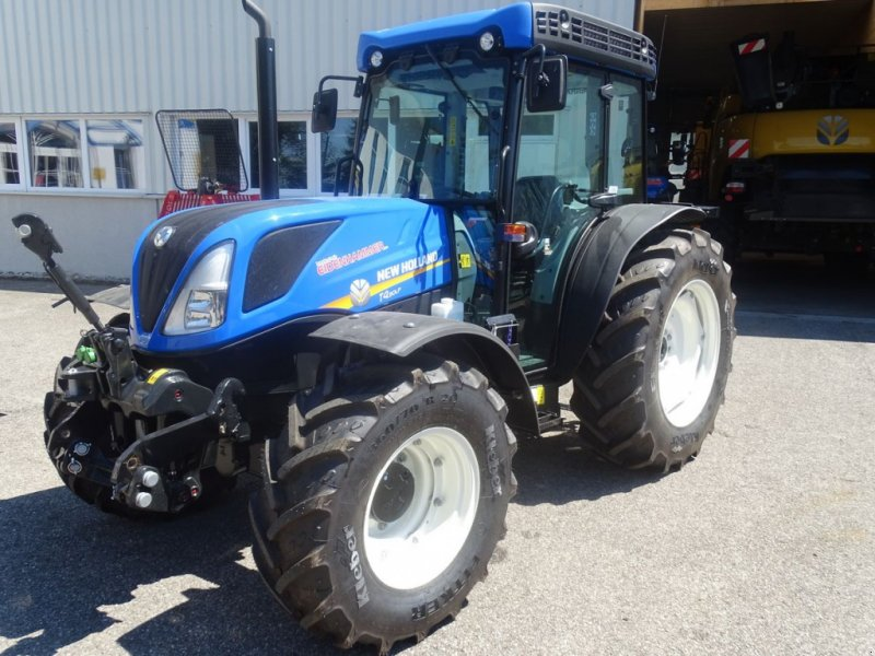 Traktor des Typs New Holland T4.90 Low Profile, Neumaschine in Burgkirchen (Bild 1)