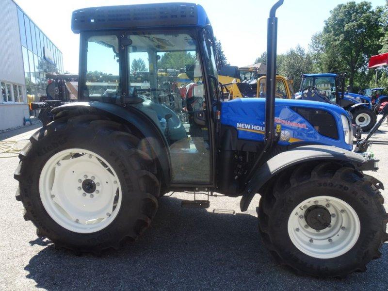 Traktor des Typs New Holland T4.90 Low Profile, Neumaschine in Burgkirchen (Bild 3)