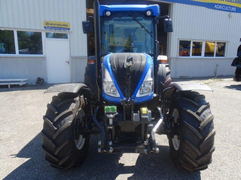 Traktor des Typs New Holland T4.90 Low Profile, Neumaschine in Burgkirchen (Bild 4)
