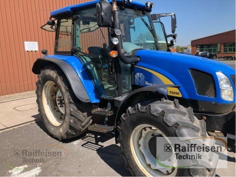 Traktor des Typs New Holland T5050, Gebrauchtmaschine in Frankenberg/Eder (Bild 2)