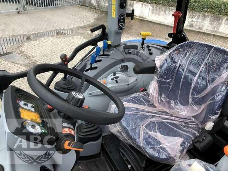 Traktor des Typs New Holland T5.105 DC KABINE SUP, Neumaschine in Bösel (Bild 9)