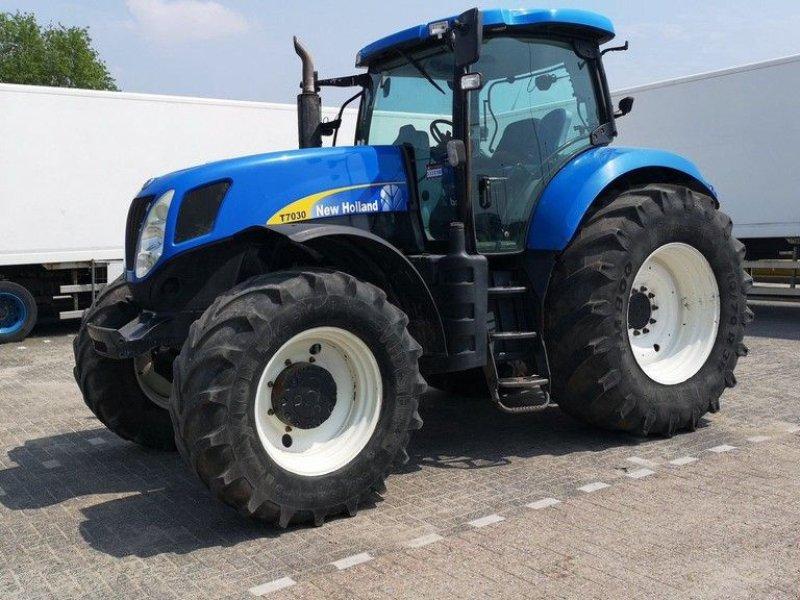 Traktor типа New Holland T7030 Powercommand, Gebrauchtmaschine в Leende (Фотография 1)