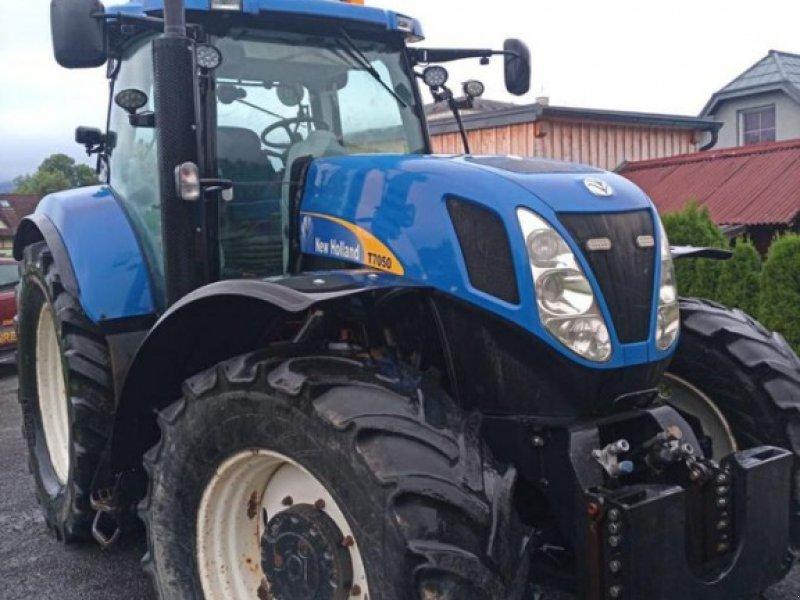 Traktor des Typs New Holland T7050 Power Command, Gebrauchtmaschine in Burgkirchen (Bild 1)