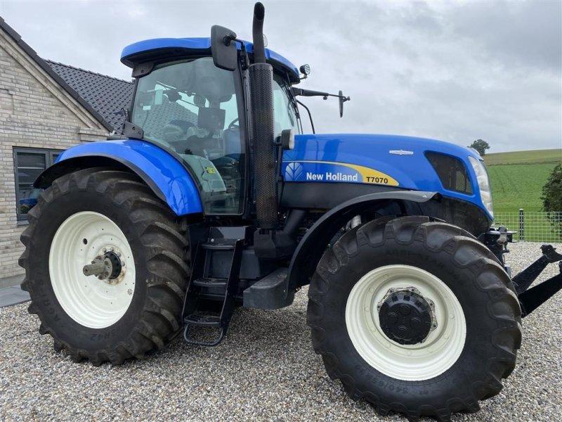 Traktor des Typs New Holland T7070 AUTOCOMMAND Front PTO, Gebrauchtmaschine in Vejle (Bild 1)