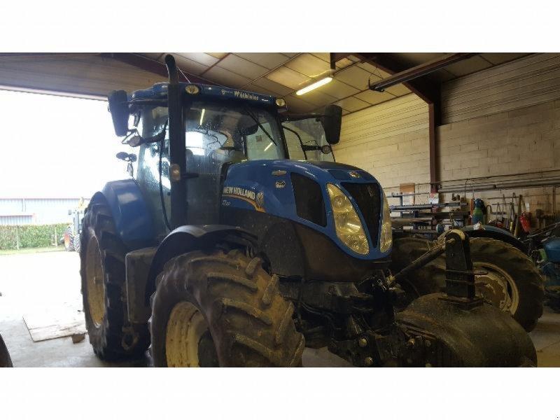 Traktor типа New Holland T7.210AC, Gebrauchtmaschine в Bray En Val (Фотография 1)