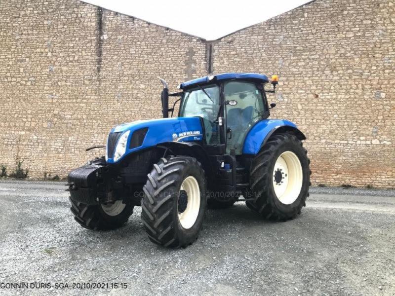 Traktor типа New Holland T7.220, Gebrauchtmaschine в NIORT (Фотография 1)