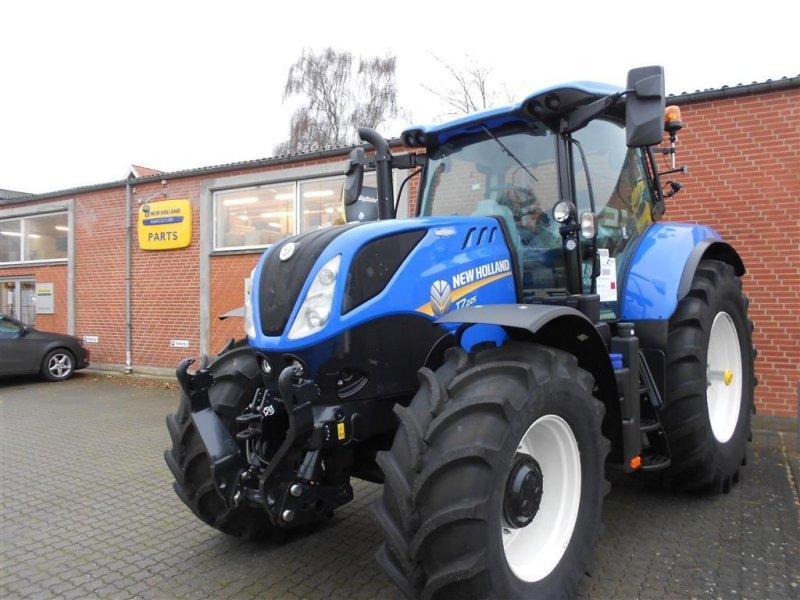 Traktor типа New Holland T7.225 AC, Gebrauchtmaschine в Skanderborg (Фотография 1)