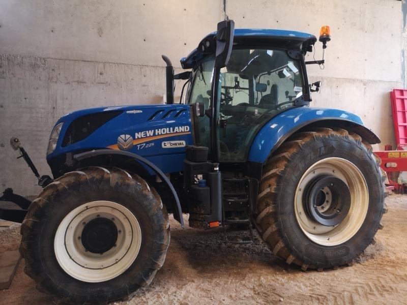 Traktor типа New Holland T7.225 AC, Gebrauchtmaschine в Chauvoncourt (Фотография 1)
