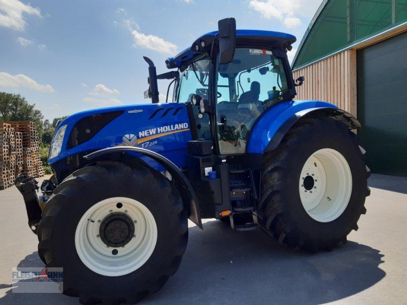 Traktor des Typs New Holland T7.225 AC, Gebrauchtmaschine in Landau/Isar  (Bild 1)