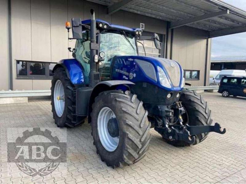 Traktor des Typs New Holland T7.225 AUTOCOMMAND MY18, Gebrauchtmaschine in Klein Bünzow (Bild 1)