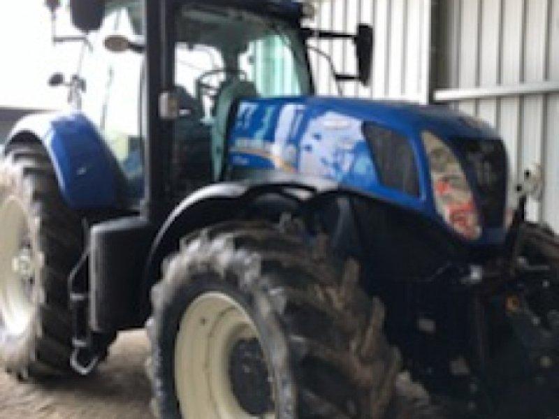 Traktor typu New Holland T7.235AC, Gebrauchtmaschine w Bray En Val (Zdjęcie 1)
