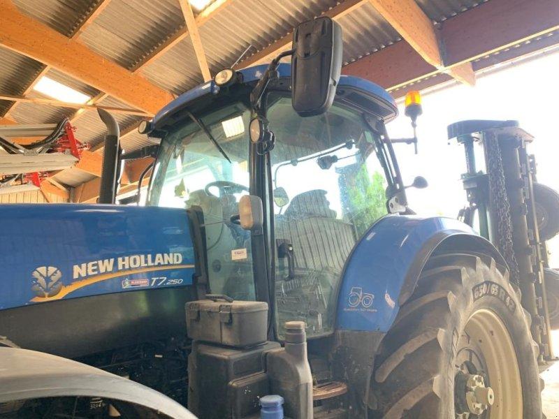 Traktor типа New Holland T7.250 AUTOCOMMAND, Gebrauchtmaschine в CONDE SUR VIRE (Фотография 1)