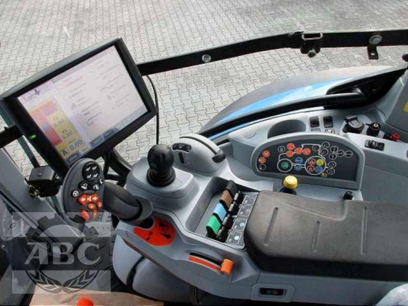 Traktor des Typs New Holland T7.250 AUTOCOMMAND, Gebrauchtmaschine in Rhede/Brual (Bild 9)